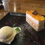 アーペ ワールド カフェ - リンゴと桃のケーキ(490円)★★★★☆