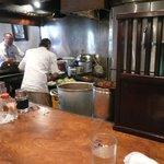 レストラン艸葉 - 厨房をとり囲む カウンター席