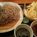 49590920 - 海老天ざるそば890円+税 麺は最大2倍まで増量無料。当然2倍盛です^^