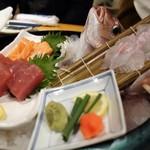 ざうお - 桜鯛と旬魚の3種刺身盛り合わせ
