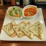 49594422 - スペシャルナンセット(バターチキンカレー・チーズとトマトのナン)