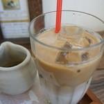 49597267 - 宇治の抹茶ラテ(756円)                       京都宇治で創業百有余年の「角興商店」の上質で安全な抹茶シロップがついてきます