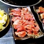 平和 本店 - おつまみキャベツ260円、豚サガリ、ジンギスカン