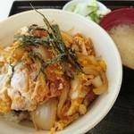 ひら川 - カツ丼(ご飯少なめ)¥550