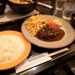 Uingu - てごねハンバーグ定食(950円)