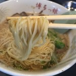 49600894 - 博多ラーメン(650円)麺リフト