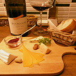 Bistrot glouton - 赤ボトル、チーズ16.3下旬