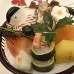 49603401 - 子持ちワカメの蕪巻・うにしんじょう・鯛の昆布〆錦糸卵と桜の葉巻・鰆の西京焼き・イクラ花・白和え・だし巻・いなり寿司・さつまいも等々