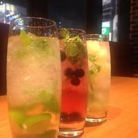 鉄板餃子酒場 ちびすけバル - 3種類のモヒートは男女問わず人気