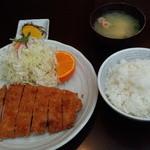 創食浪漫館 トントン - ロースかつ定食(1404円)