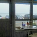 南風COFFEE - 道路を越えたらすぐビーチ