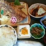 さかなや工房海鮮蔵 - 料理写真:焼き魚定食(税込み1100円) この日の焼き魚は、マグロ縁側焼きでした。