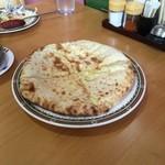 49616004 - もっちもっちでチーズがとろーり、美味しいチーズナンでした(*^^*)
