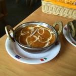 49616006 - チキンカレー!一般的なインドカレー。トマトピュレの僅かな酸味に円やかな!味わい〜程よい香辛料の風味はインドカレーの代表