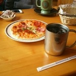 コメダ珈琲店 - ピザとアイスコーヒー