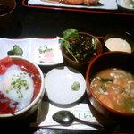 4962962 - 鮪漬け温玉丼定食(800円)