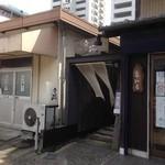 文殊 - 右は和食屋さんです