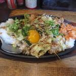 Kenzokafe - ホルモン鉄板ライス 850円
