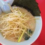 ラーメン山岡家 - 料理写真:醤油ラーメン(630円)+ネギ(JAF会員につき無料)