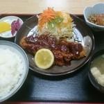 福来家 - とんかつ定食(税込み950円)