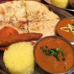 49629315 - C-Lunch(チキンカレー、オクラカレー、タンドリーチキン半サイズ、シークカバブ、チーズナン、ライス)