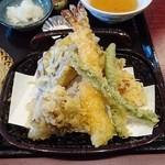 49629537 - 海老入り天せいろ(850円)の天ぷら