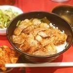 十番 三ノ宮店 - カルビ丼 サラダ