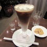 珈琲茶館 集 - アイスカフェオレ 900円