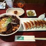 天一 - 餃子と牛肉湯麺のセット