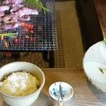 地鶏焼 ふかせ - ご飯、鶏肉(たれ)