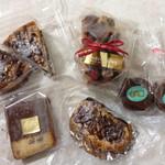 バイカル - クルミタルト、フルーツケーキ、イチジクケーキ、クルミのデニッシュ、チョコスフレ