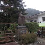 49637915 - 伊豆の踊子の銅像があります。