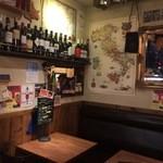 ラ・ジョストラ - 店内テーブル