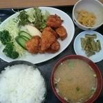 三洛 - チキンカツ定食(税込み800円)