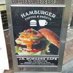 J.S. BURGERS CAFE - 食欲をそそるハンバーガーの看板!