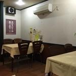 中華ハウス チェリオ - カウンター席、テーブル席ございます。