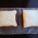 49640470 - 左がロミオ、右が大友パン店のクリームボックス