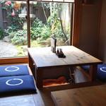 味禅 - 堀炬燵式のテーブル席