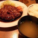 大阪トンテキ - トンバーグ定食です。バーグが200gでご飯と味噌汁が付いています。