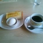 デニーズ - お替わり無料のコーヒーと、ハーフトーストとゆで卵のモーニングサービス