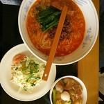 美華 - 担々麺+中華丼