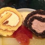 農園カフェよりみち - ちっこいロールケーキも2個ついてリンゴのコンポートもついて500円とかありがたかろうて。