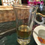 農園カフェよりみち - はちみつ。これ、夜のバイト先の冷酒のおちょこだけども。