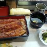 49668716 - うな重(上)¥3200肝吸い、漬物付き                       関西焼きの肉厚鰻