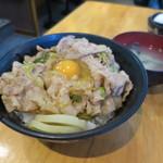 伝説のすた丼屋 - すた丼630円。おしんこが端にのってます。