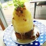 カフェグリーングリーン - 人気の「アップルパイ」 熱々のパイの上にバニラアイスと更に、特製のソースをかけてお召し上がりいただきます。