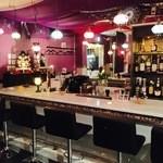 Piano Bar 十三's - エキゾチックな店内