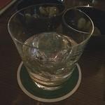 銀座 BAL KAKA - カティーサークをハイボールではなくロックで頂きました‼️ ピック、ナイフで整えた氷が嬉しい*\(^o^)/*