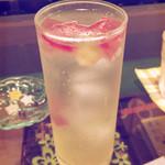 シャララ舎 - 鉱石のソーダ水 赤のレモンスカッシュ