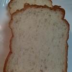 49676089 - 食パン  厚みもちょうどいいのよ。